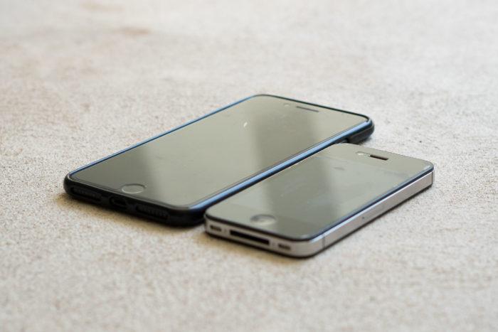 iPhone 7 plus alongside iPhone 4s